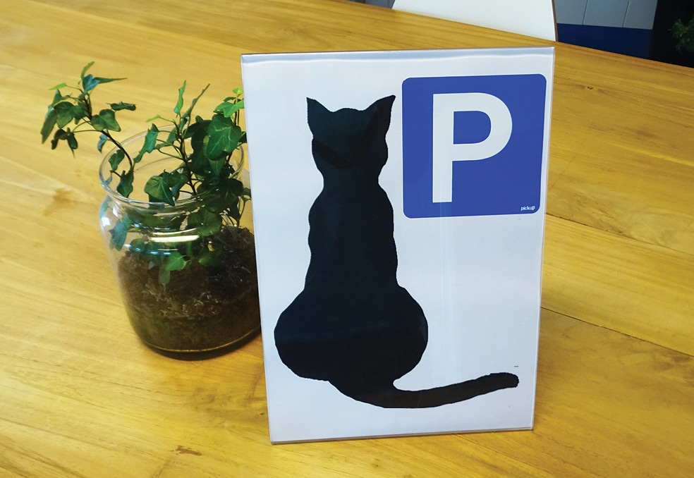 "FIGURE 3. ""Cat parking"" sign at Dierenkliniek Winsum."